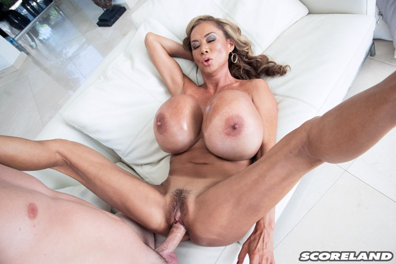 Blond woman gets lucky poolside with two bi men 5