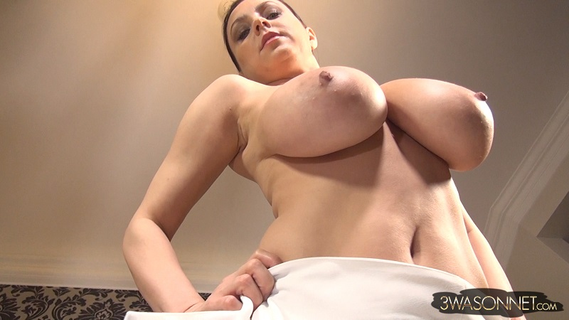 Julia b masturbating to orgasm with nice contractions 5